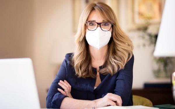 Noszenie okularów trzykrotnie obniża ryzyko zakażenia koronawirusem SARS-Cov-2 przez oczy